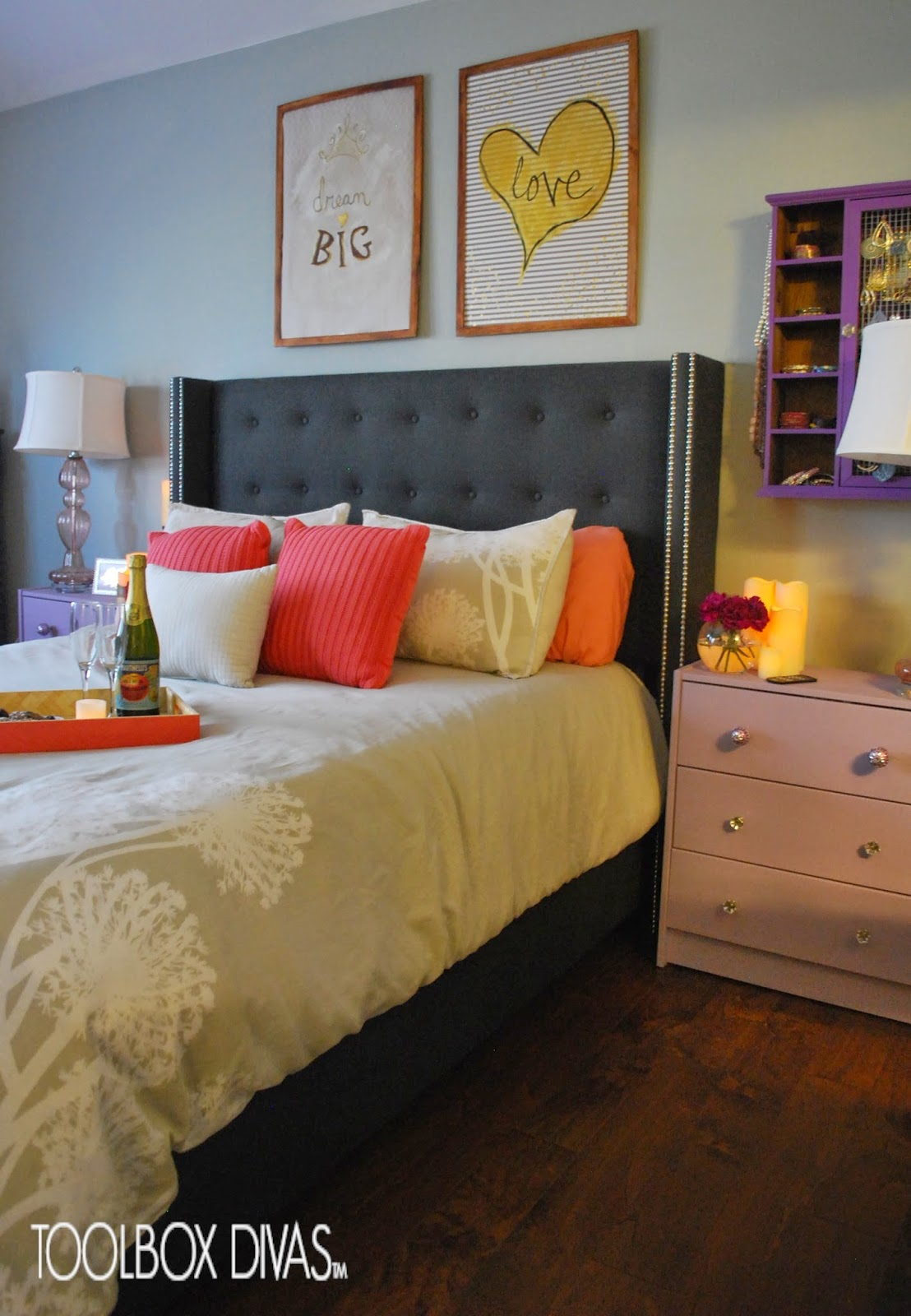Create a Romantic Bedroom Through These 7 Tips