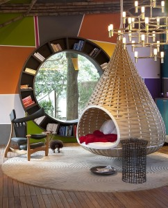 Audacious-contemporary-living-room-with-a-circular-bookshelf