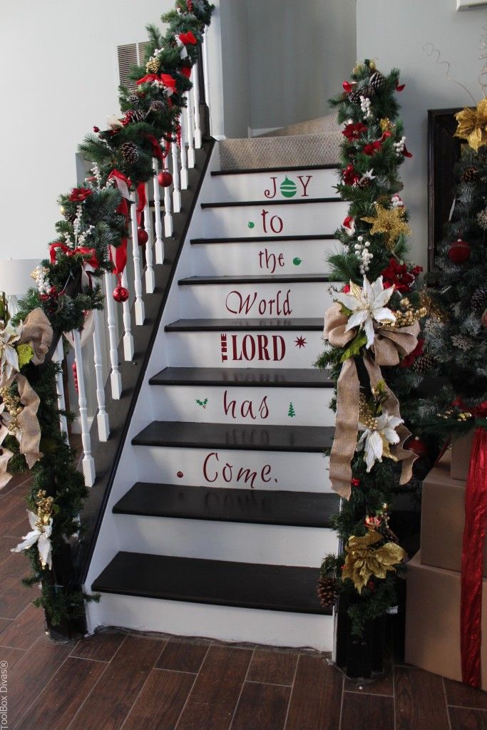 Decorating ideas Christmas Stairs - Toolbox Divas