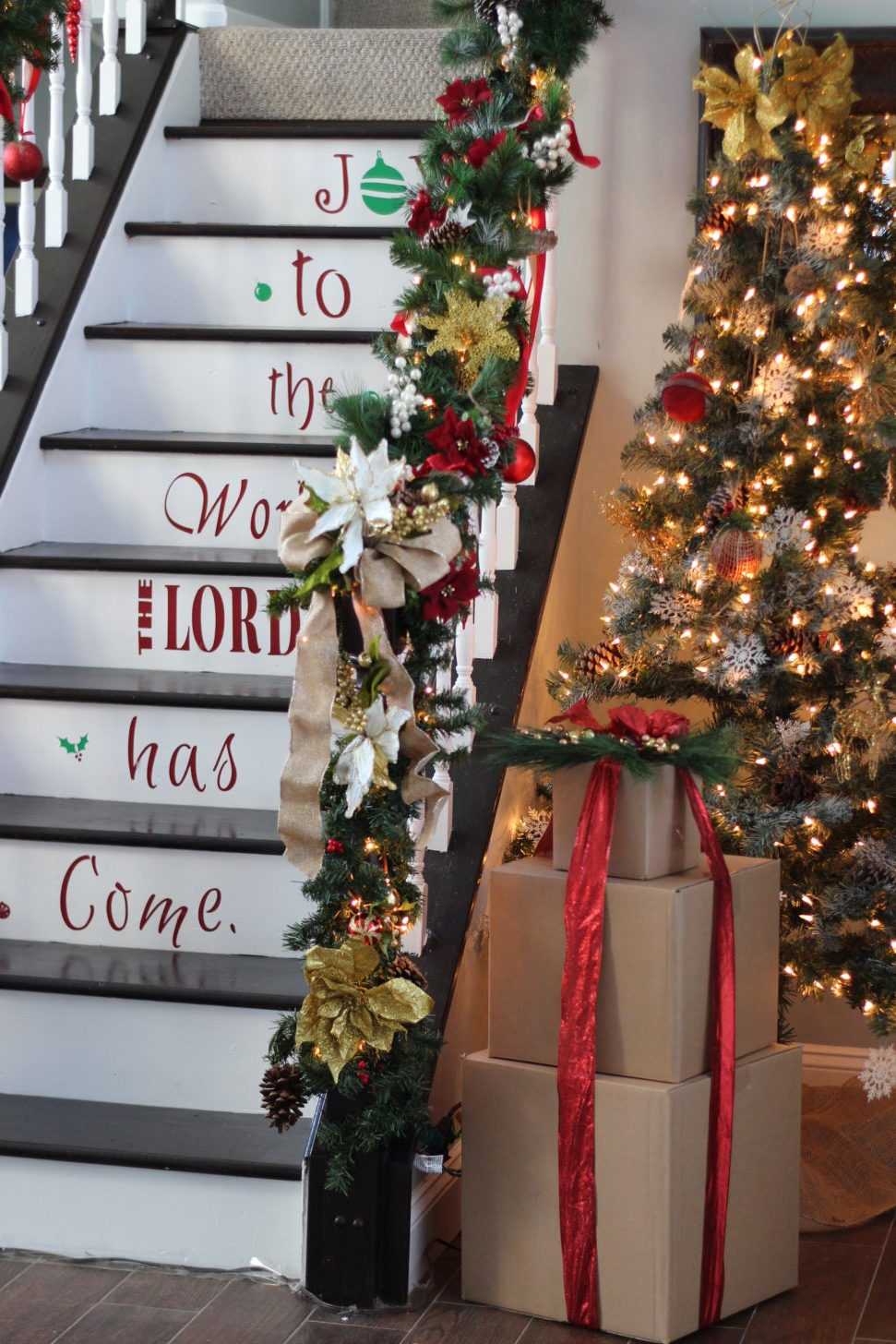 Amazing Staircase Idea For Christmas