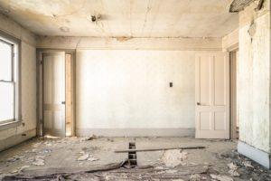 dilapidated-983952_1280