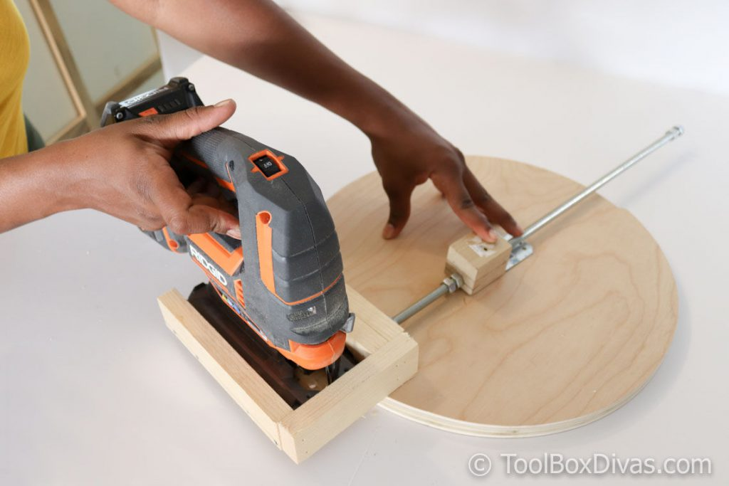How to Make a Circle Jig for a Jiigsaw - @ToolboxDivas