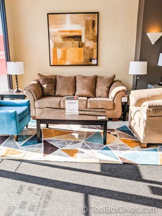 How to Decorate on a Tight Budget @ToolBoxDivas Decorating with Cort Furniture
