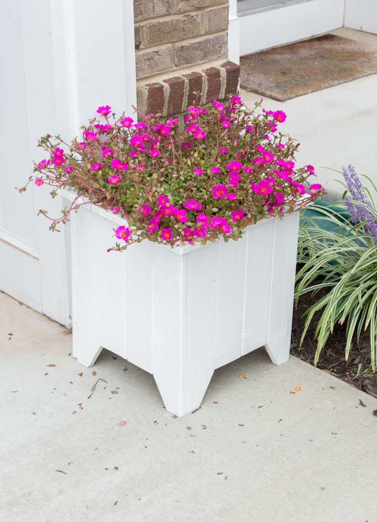 DIY Wooden Planter Box Painted White @ToolBoxDivas Free woodworking build plans
