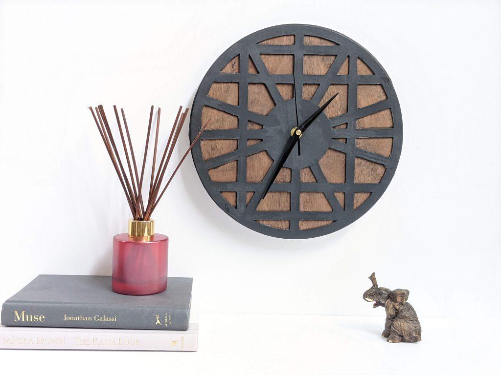 Modern clock made with Cricut Maker @toolboxdivas