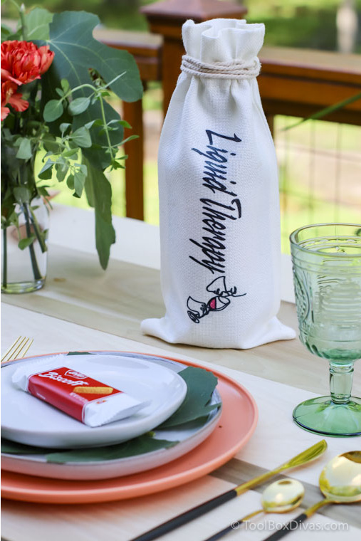 Easy Outdoor Tablescape Ideas you Can Create with a Cricut by ToolBox Divas (86 of 97) wine bag