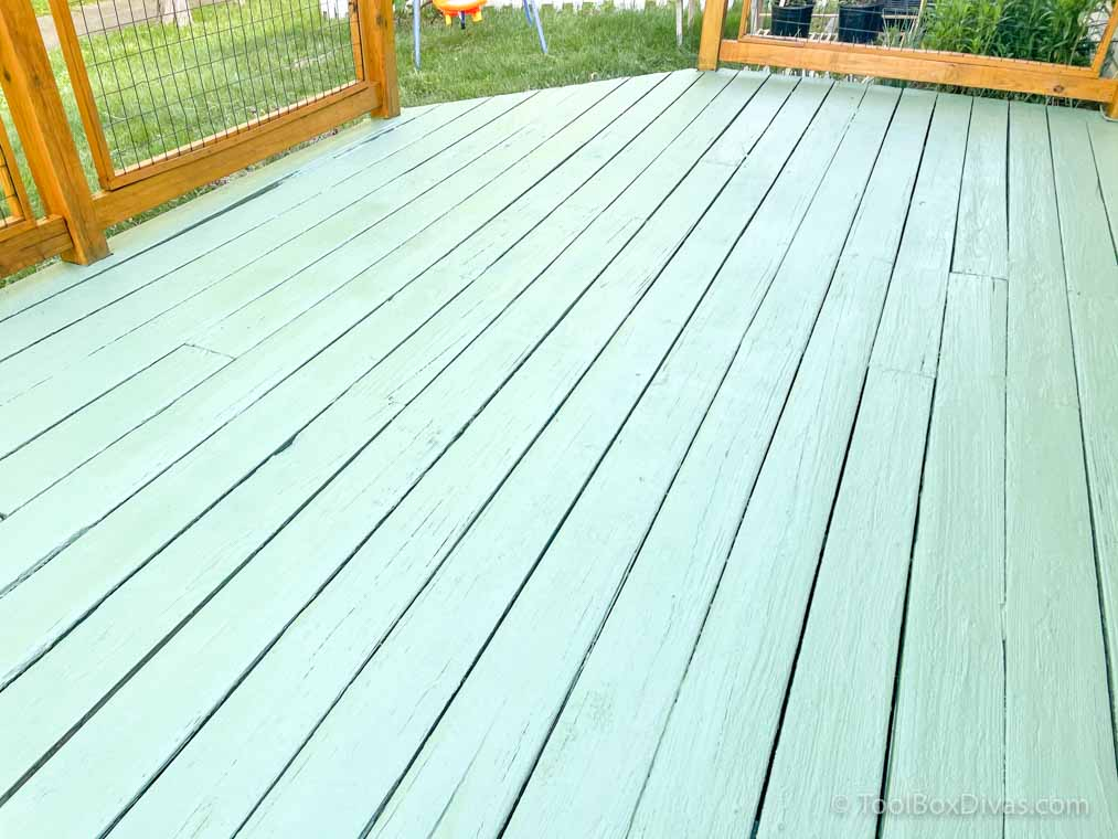 How to Stain Your Deck + Olympic Stain_TimishaPorcher_ToolBoxDivas (44 of 135)