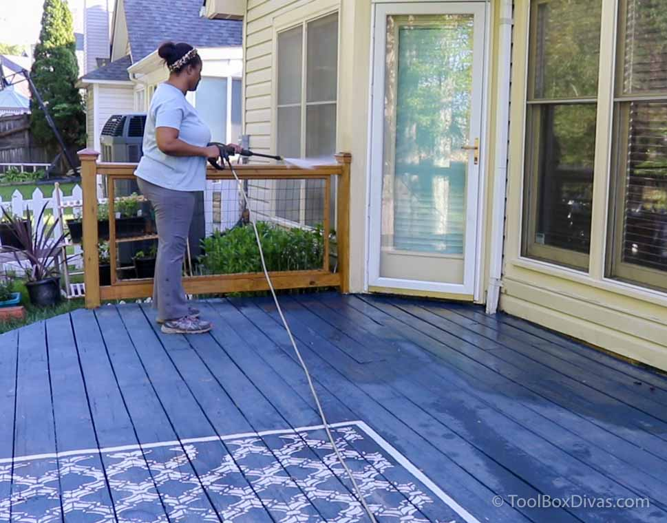 How to Stain Your Deck in a weekend with @Toolboxdivas Home Deopt+ Olympic Stain_TimishaPorcher_ToolBoxDivas (1 of 12)